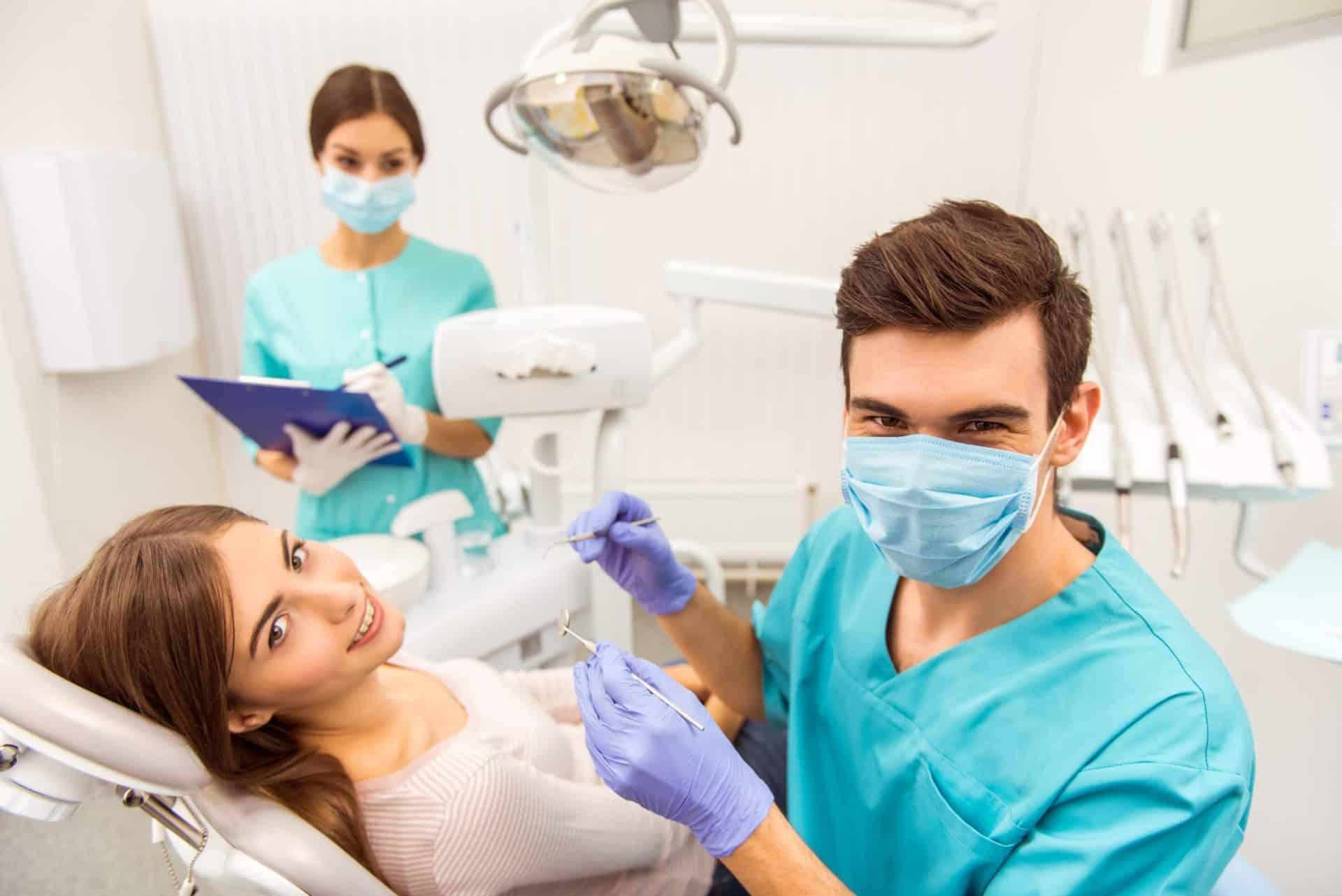 Morderse las uñas, el peligro que desgasta tus dientes
