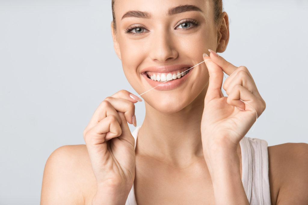 ¿Cuáles son las causas y cómo solucionar el desgaste dental?